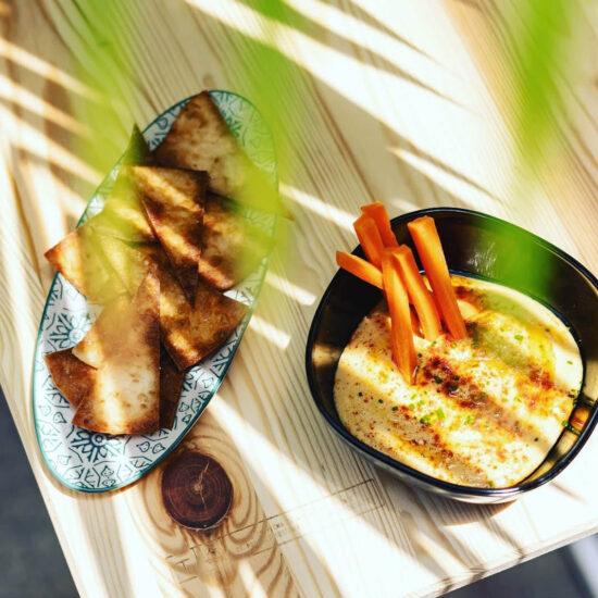 Restaurante en Cáceres. El Jardín de los Golfines, enclavado en el corazón del Casco Antiguo de la ciudad de Cáceres, ofrece un nuevo concepto gastronómico fusionado con la cocina Mediterránea y acompañado de una estética impecable.